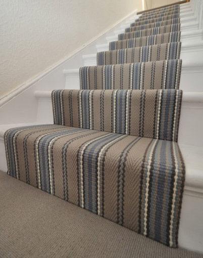 Tapis d'escalier tissé plat dans une maison privée à Londres