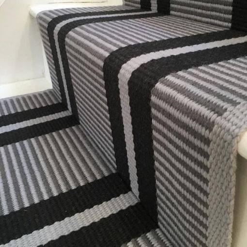 Tapis d'escalier tissé plat, Stripes. Transat Graphite PNT 23