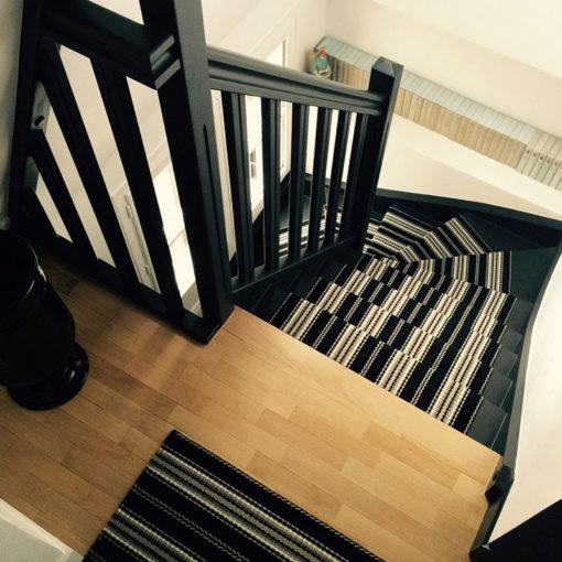 Tapis d'escalier tissé plat, Stripes. Kelly Black JD 06