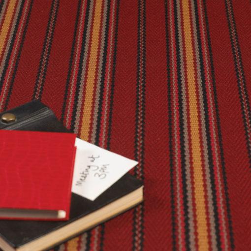 Tapis d'escalier tissé plat, Kelly JD avec un livre