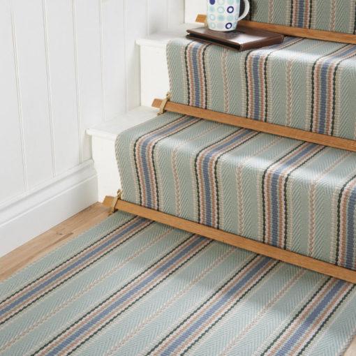 Tais d'escalier avec des barres d'escalier pour la finition